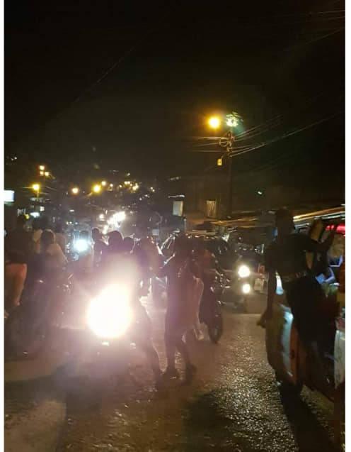Hasta altas horas de la noche duran los bloqueos. Foto: EntreRedes