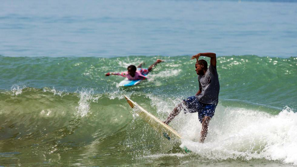 Surfing en playas en buenaventura