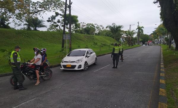 Control policial en Buenaventura por aislamiento