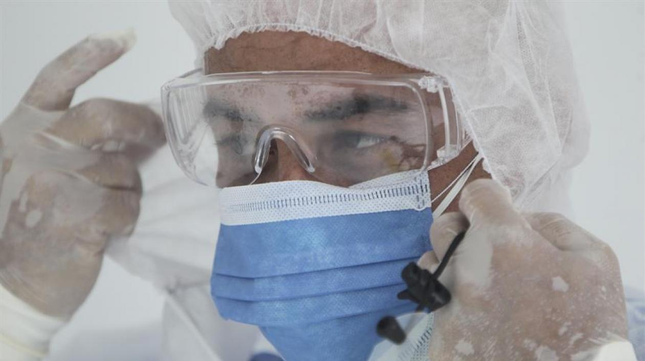 Aumenta alarma tras la muerte de 2 médicos y 2 reclusos por coronavirus