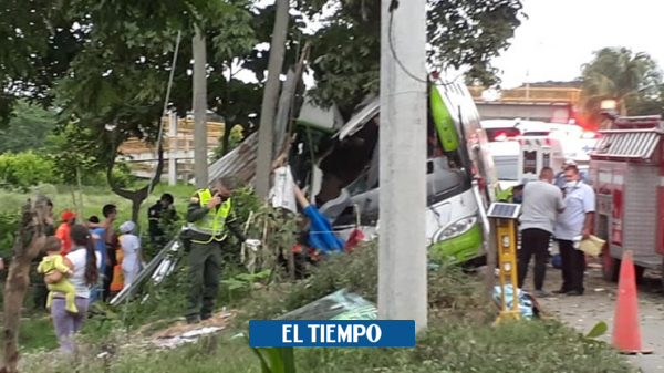 Bus que llevaba venezolanos se accidentó en zona rural de Palmira - Cali - Colombia