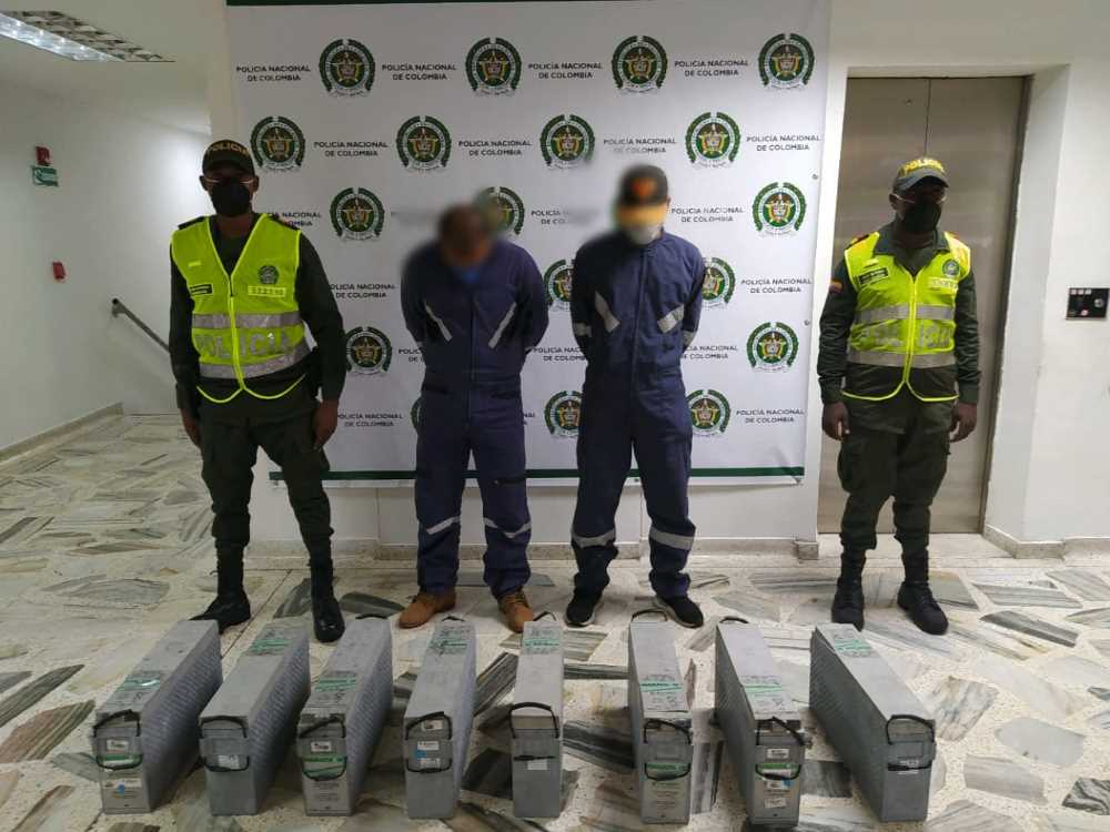 Capturados en flagrancia dos sujetos cuando sustraían baterías de carga para antenas avaluadas en 200 millones de pesos