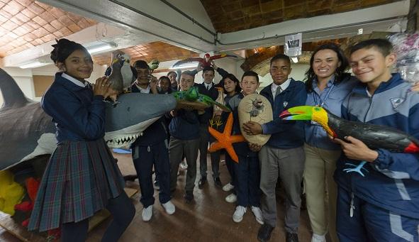 Estudiantes de Bogotá construyen con material reciclado especies silvestres presentes en el Santuario de Fauna y Flora Malpelo