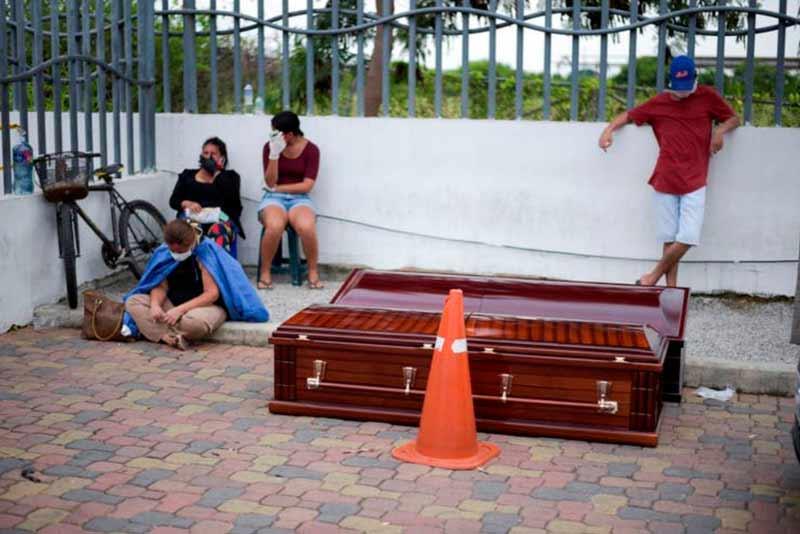 Más de 100 cadáveres en Guayaquil-Ecuador aún no han sido enterrados, dice líder social