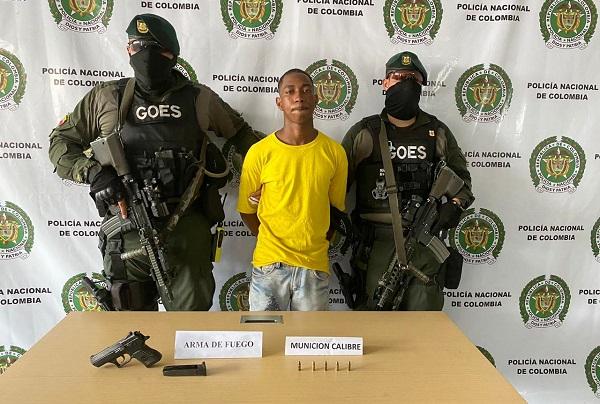 GOES de la Policía capturó presunto delincuente con arma y munición ilegal en Buenaventura