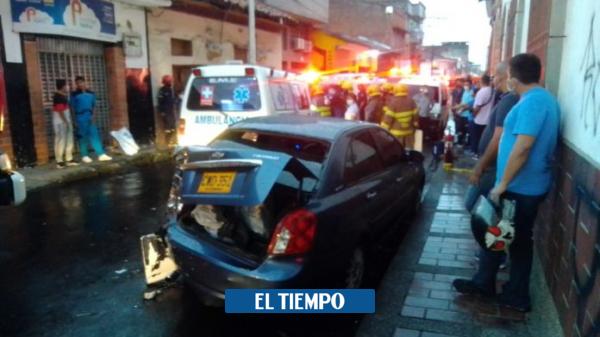 Carrera por el seguro de accidentes terminó en colisión de ambulancia - Cali - Colombia