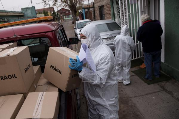 Chile registra 54 nuevos fallecidos por coronavirus y 3.695 casos más