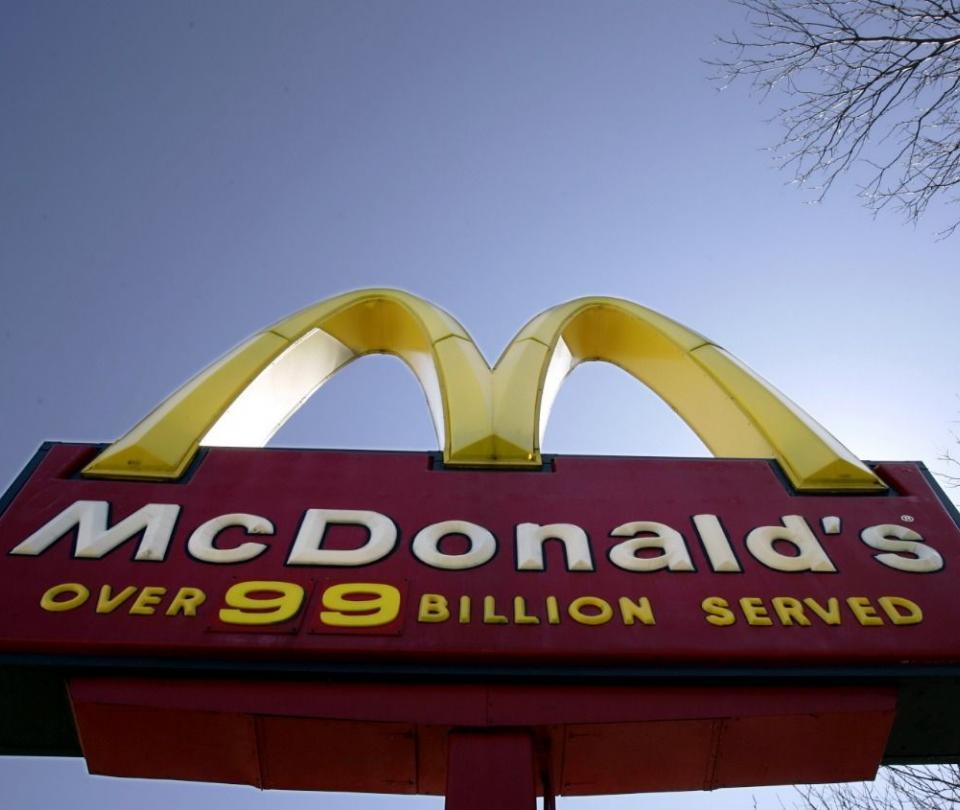 Denuncias laborales contra McDonalds por acoso sexual involucran a Colombia - Empresas - Economía