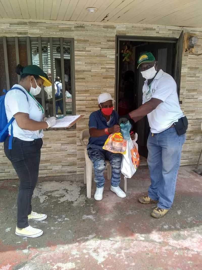 el barrio el firme recibe ayuda humanitaria de la #buenaventurasolidaria