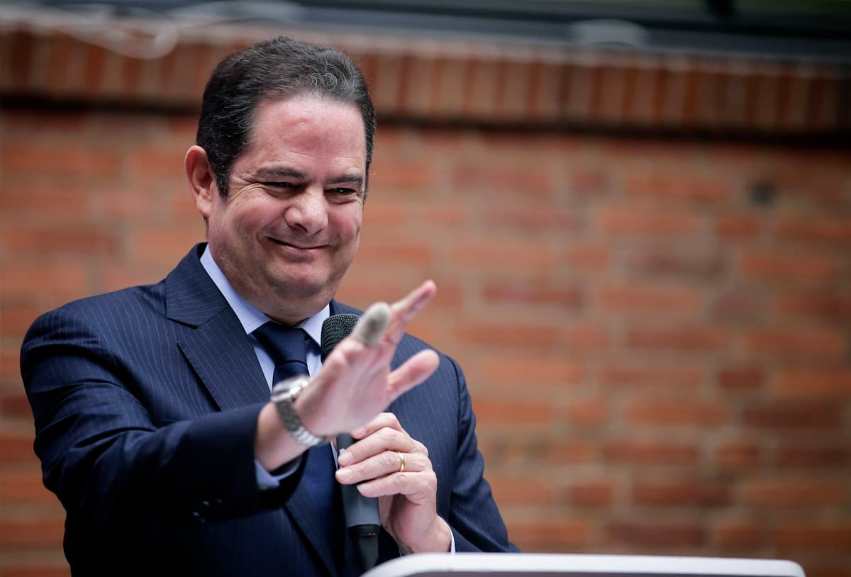 Ola de críticas a Vargas Lleras por propuesta de reducir salarios y suspender pago de primas – Economía