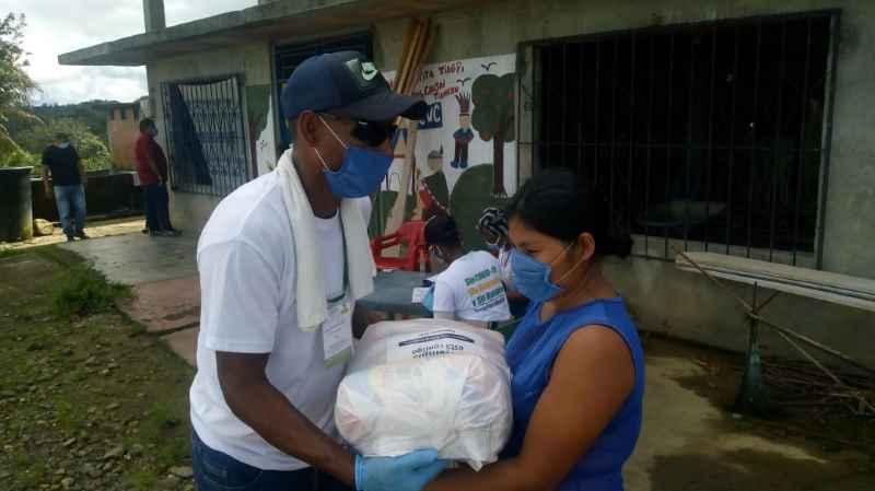 ALCALDÍA DISTRITAL ENTREGA MERCADOS A COMUNIDAD INDÍGENA
