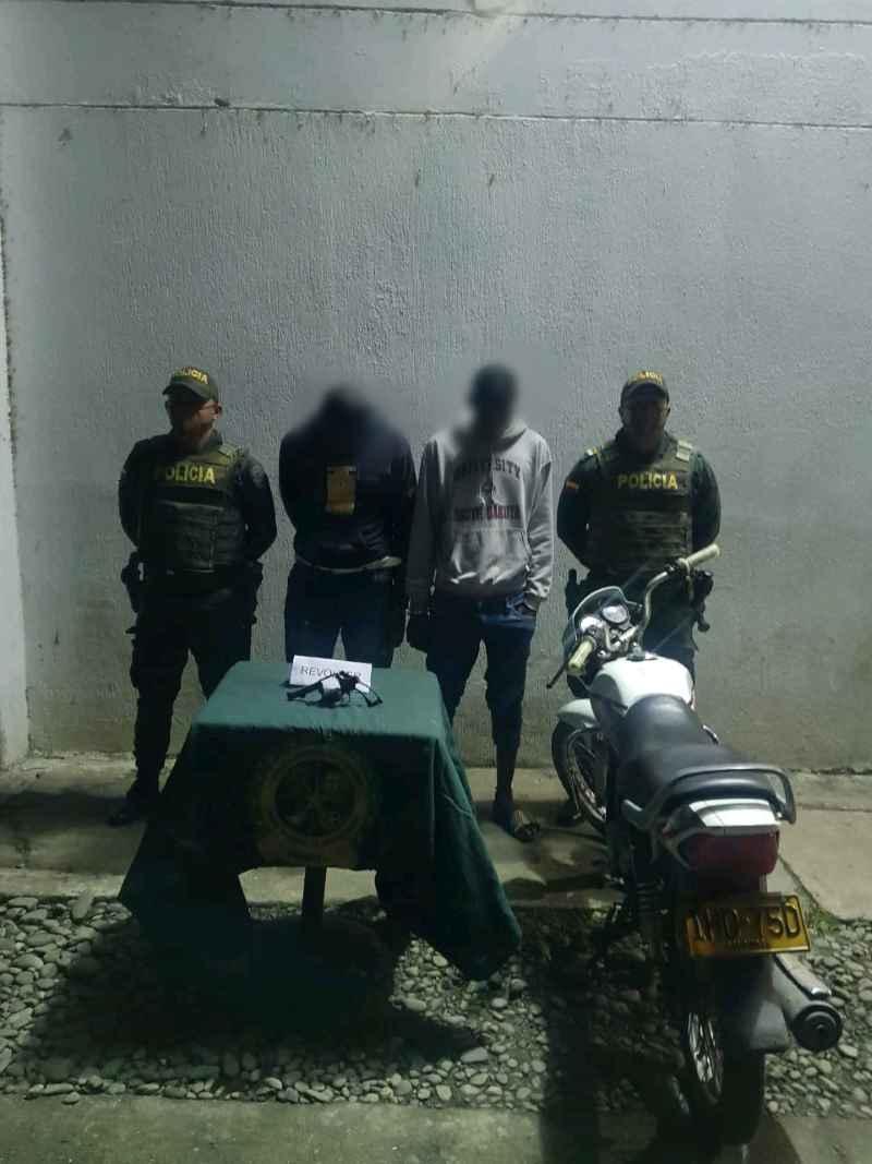 LA POLICÍA NACIONAL CAPTURÓ DOS CIUDADANOS CON ARMA Y MUNICIÓN ILEGAL EN EL BARRIO INDEPENDENCIA