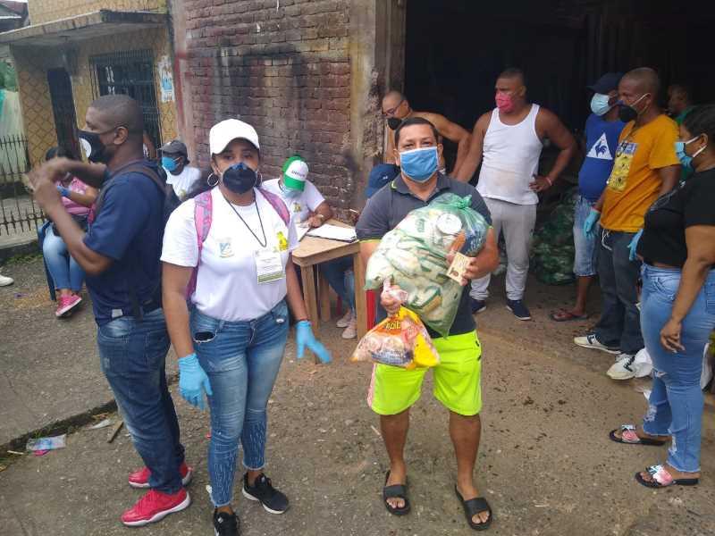 barrio juan 23 y municipal recibieron mercados de la #buenaventurasolidaria