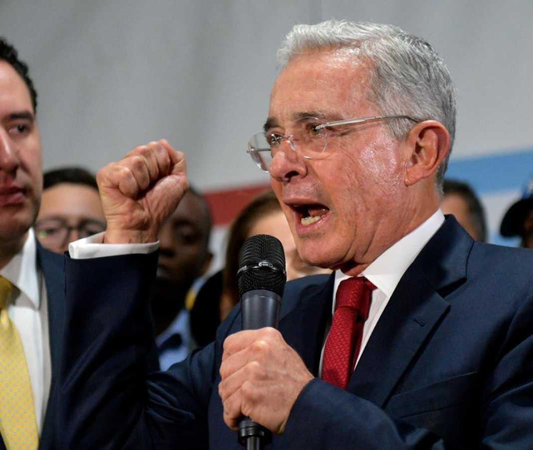 ¿Por qué acusan a Uribe de ser el beneficiario de los perfilamientos a opositores? - Congreso - Política