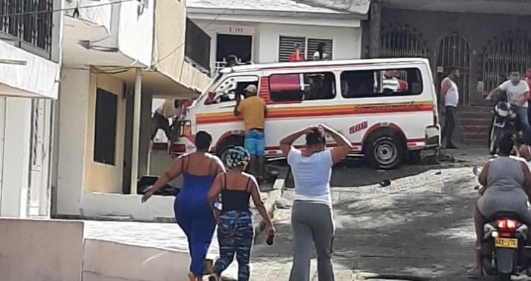 Confuso accidente de vehículo colectivo deja a tres personas sin vida en el 14 de Julio | Noticias de Buenaventura, Colombia y el Mundo