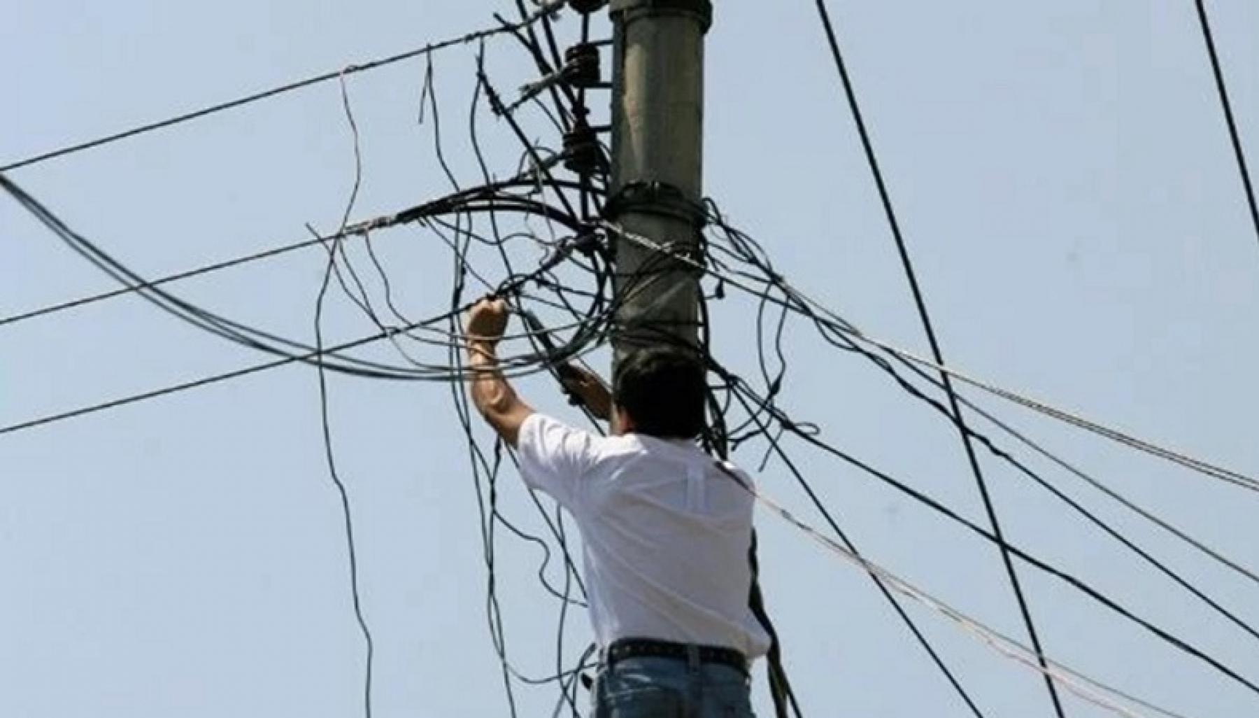 ¡Ojo! Conexiones irregulares generan riesgo en las comunidades   Noticias de Buenaventura, Colombia y el Mundo