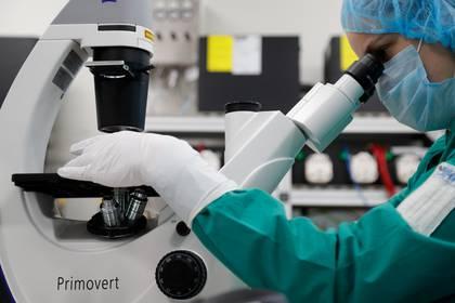 A pesar del trabajo sin descanso de científicos alrededor del mundo, todavía hay mucha preguntas sin respuestas sobre la propagación del coronavirus