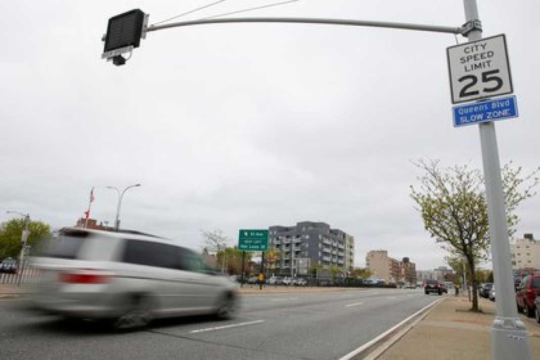 Un coche circulando por Nueva York (Reuters/archivo)