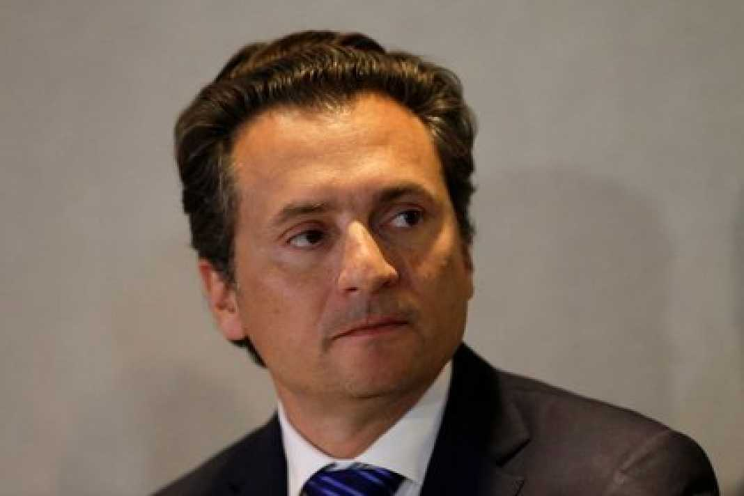Emilio Lozoya, exdirector ejecutivo de Petróleos Mexicanos (Pemex) habla durante una conferencia de prensa en un hotel después de abandonar la oficina del fiscal general de México, en Ciudad de México, México, 17 de agosto de 2017. Henry Romero. Reuters. Foto de archivo