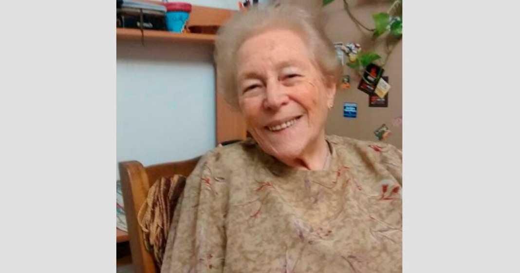 Una bisabuela que con la tecnología abraza a su familia