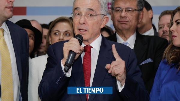 Uribe reacciona a la decisión de la Fiscalía de inspeccionar al Centro Democrático - Partidos Políticos - Política