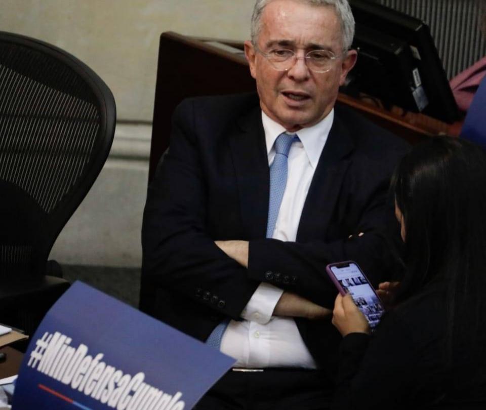 Álvaro Uribe renunció al Senado y ahora qué hará el Centro Democrático. Análisis - Congreso - Política
