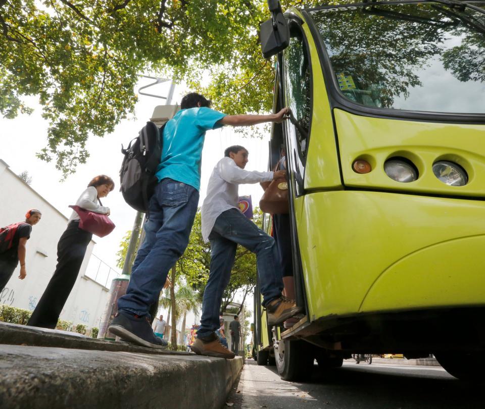 Así va la reactivación de transporte terrestre en Colombia - Sectores - Economía