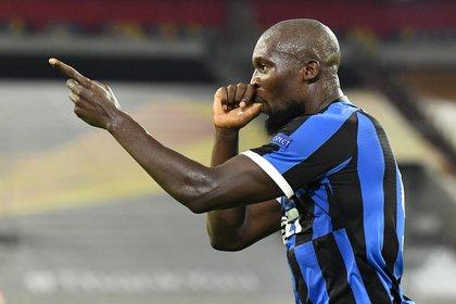 Lukaku marcó el segundo gol para el Inter via Reuters/Martin Meissner