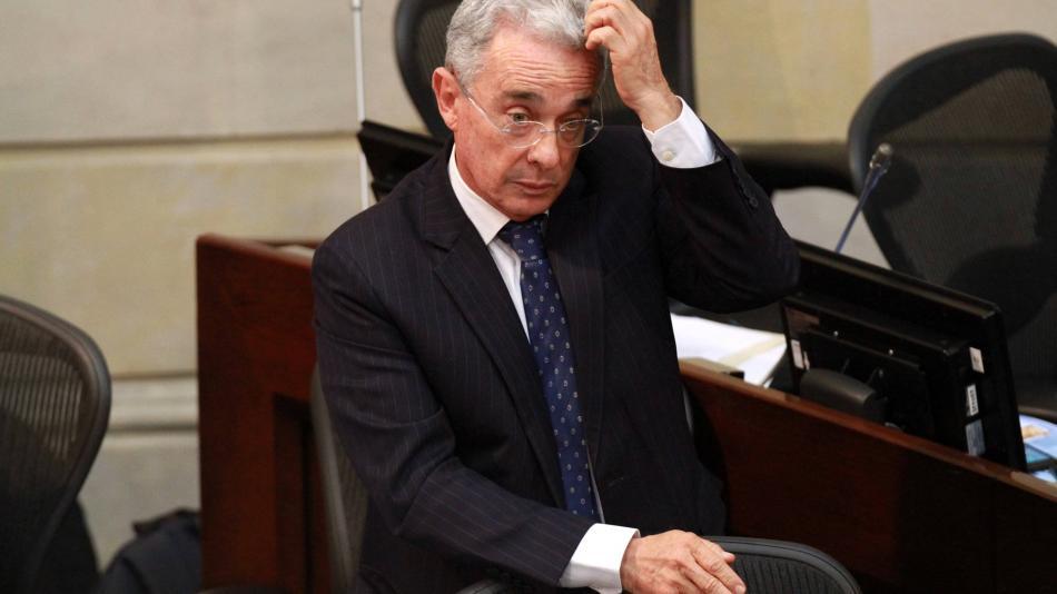 El país, sacudido por la discusión tras detención de Álvaro Uribe - Política