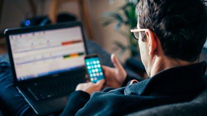 Menos de la mitad del país tiene computadora y acceso a Internet en su hogar (Shutterstock)
