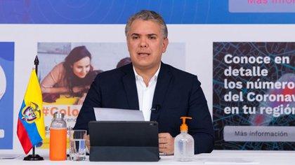 El presidente de Colombia, Iván Duque, habla durante un programa diario de televisión en medio del brote de COVID-19 desde la sede de la Presidencia en Bogotá.