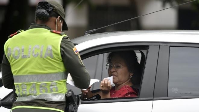 Permiso para viajar en Colombia: Policía realiza un control en las...