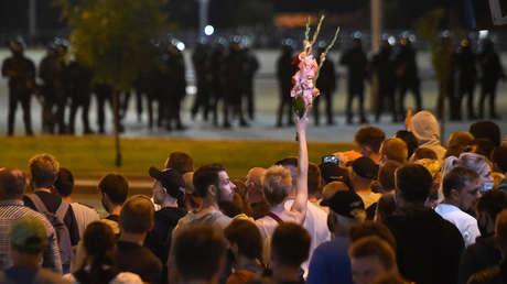 """La líder de la oposición bielorrusa pide a los manifestantes """"no confrontar a la Policía y no salir a las plazas para no poner sus vidas en peligro"""""""