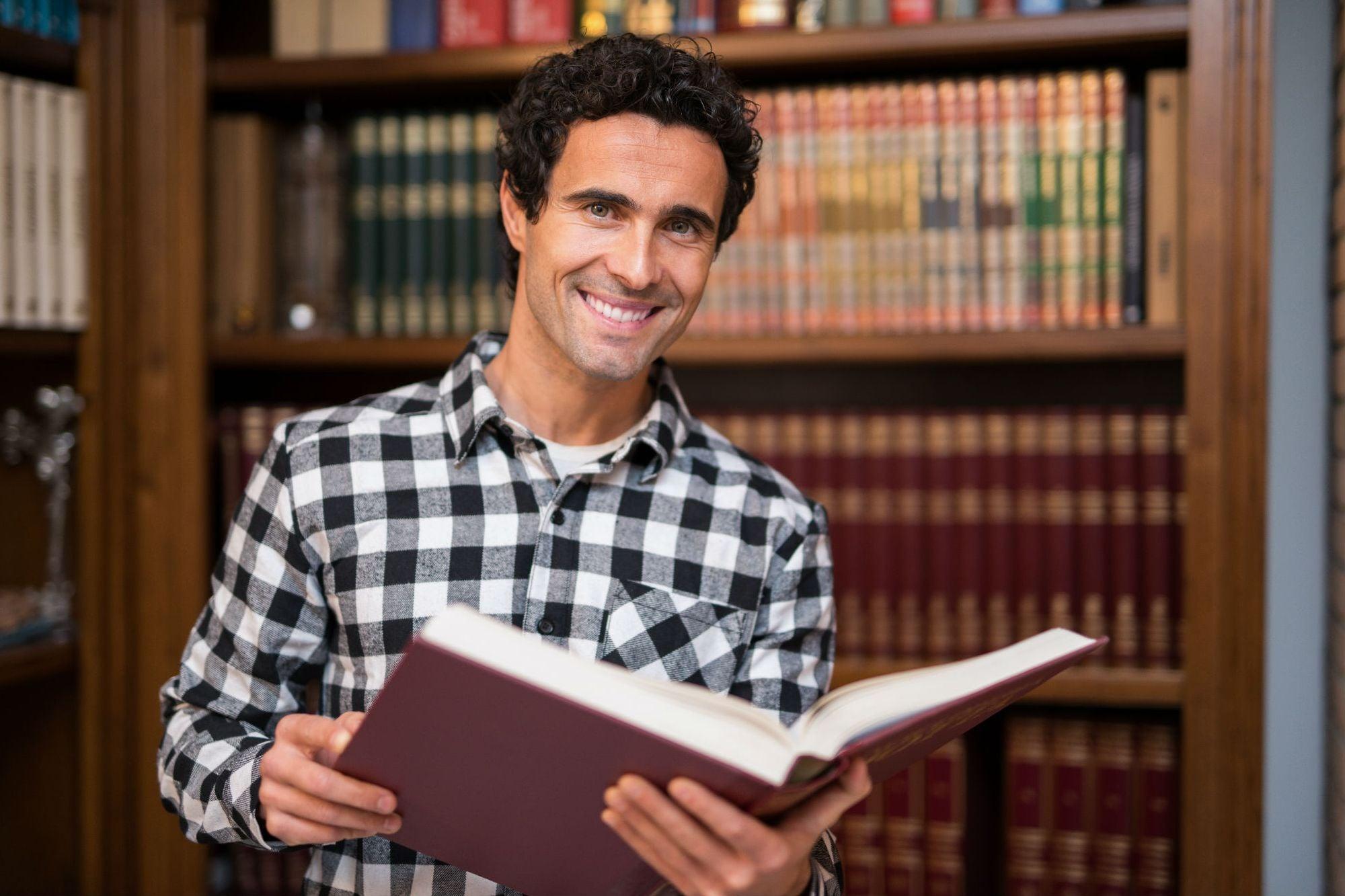 ¿No puedes pagar una maestría? Lee estos 6 libros para educarte a ti mismo