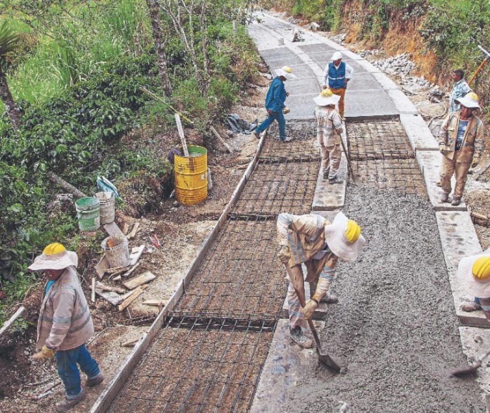 131 municipios ya contrataron las obras de sus vías terciarias | Infraestructura | Economía