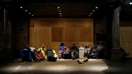 Activistas convierten un hotel de Mineápolis en refugio sin policía para los sintecho, pero se ven obligados a cerrarlo menos de 2 semanas después