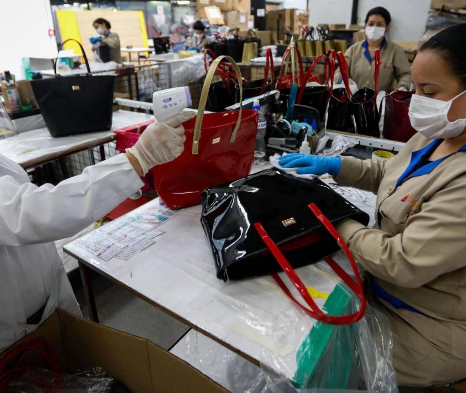 Así la va a la industria y el comercio colombianos en medio de la pandemia, según el Dane - Sectores - Economía