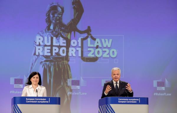 """Bruselas detecta """"retos"""" en Estado de derecho de muchos países y pide diálogo"""