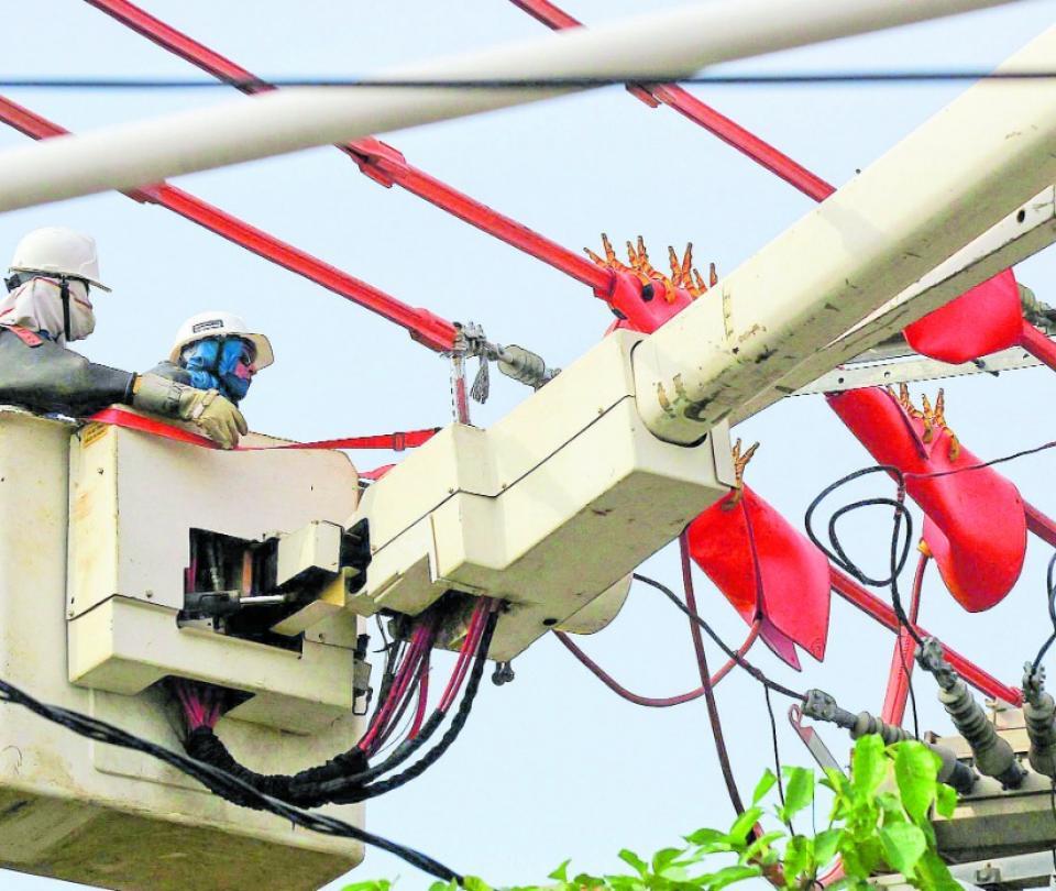 Electricaribe entregaría activos por $11 billones a operadores | Economía