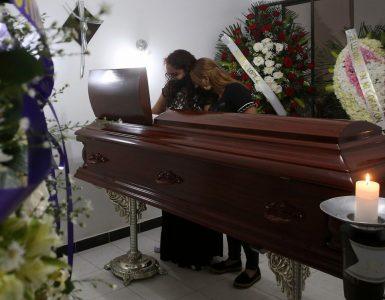 Familiares y amigos despidieron a Juliana entre flores y lágrimas - Cali - Colombia