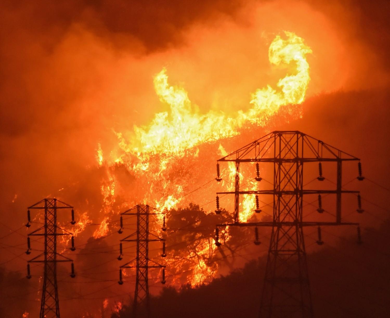 La tecnología intenta predecir la propagación de los incendios forestales en California