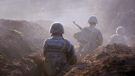 """Azerbaiyán propone la rendición a una guarnición armenia para que no sea """"destruida completamente"""""""