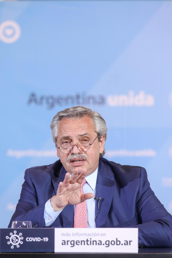 Argentina extiende el aislamiento con nuevas restricciones en el interior