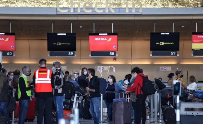 Casos positivos de covid-19 en vuelos internacionales que llegan a Colombia tienen en alerta a autoridades
