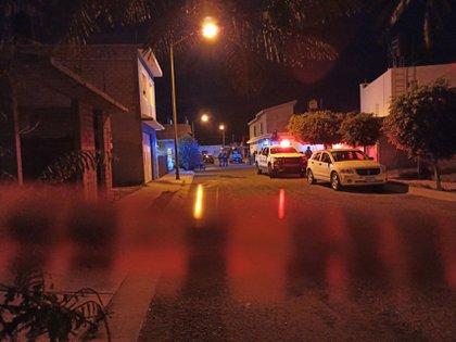 CELAYA, GUANAJUATO, 20JUNIO2020.- Diversos vehículos y establecimientos fueron quemados tras la detención de un grupo de alrededor de 30 personas en la comunidad de San Antonio deElguera, la Fiscalía del Estado confirmó los hechos a través de su cuenta de twitter, mismo medio que utilizó Luis Ernesto Ayala Torres, Secretario de Gobierno para informar acerca de los hechos. FOTO: ESPECIAL /CUARTOSCURO.COM