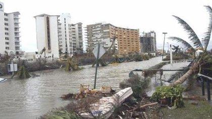 Hace 15 años, otro poderoso huracán azotó la Península de Yucatán: Wilma (Foto: Twitter@CancunForos)