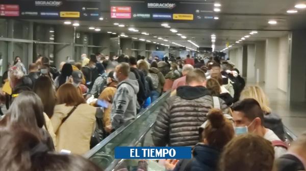 Denuncian que aglomeración en aeropuerto por llegada de viajeros a Colombia - Gobierno - Política