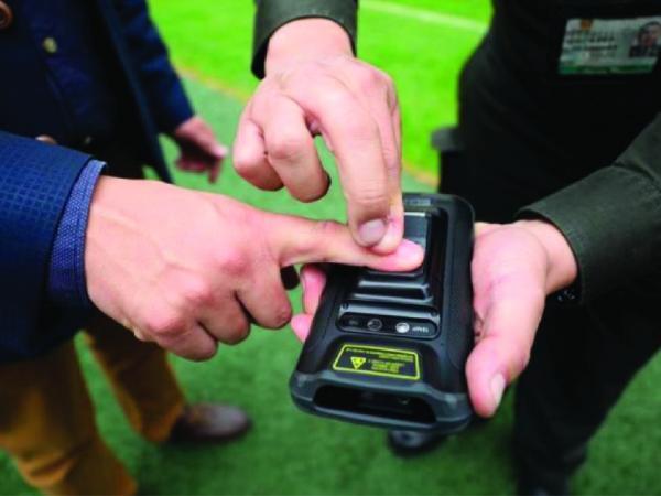 Dispositivos móviles con biometría para la prevención del Covid-19   Economía