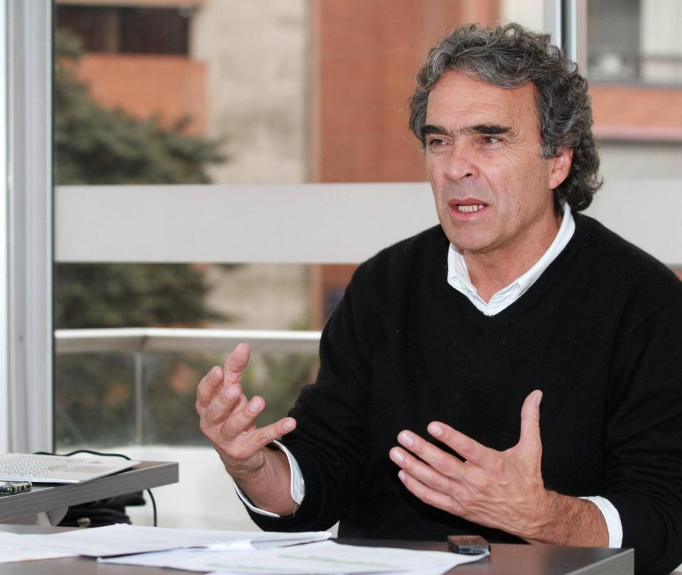 Fajardo dice que la democracia está amenazada y fija su hoja de ruta - Partidos Políticos - Política