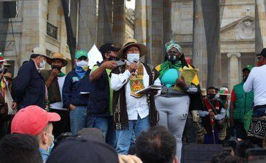 Feliciano Valencia, vocero de la minga indígena, dio un discurso en el que recapituló las demandas de las comunidades indígenas que se desplazaron desde el suroccidente del país hasta bogotá. Foto: María José Cogollo.